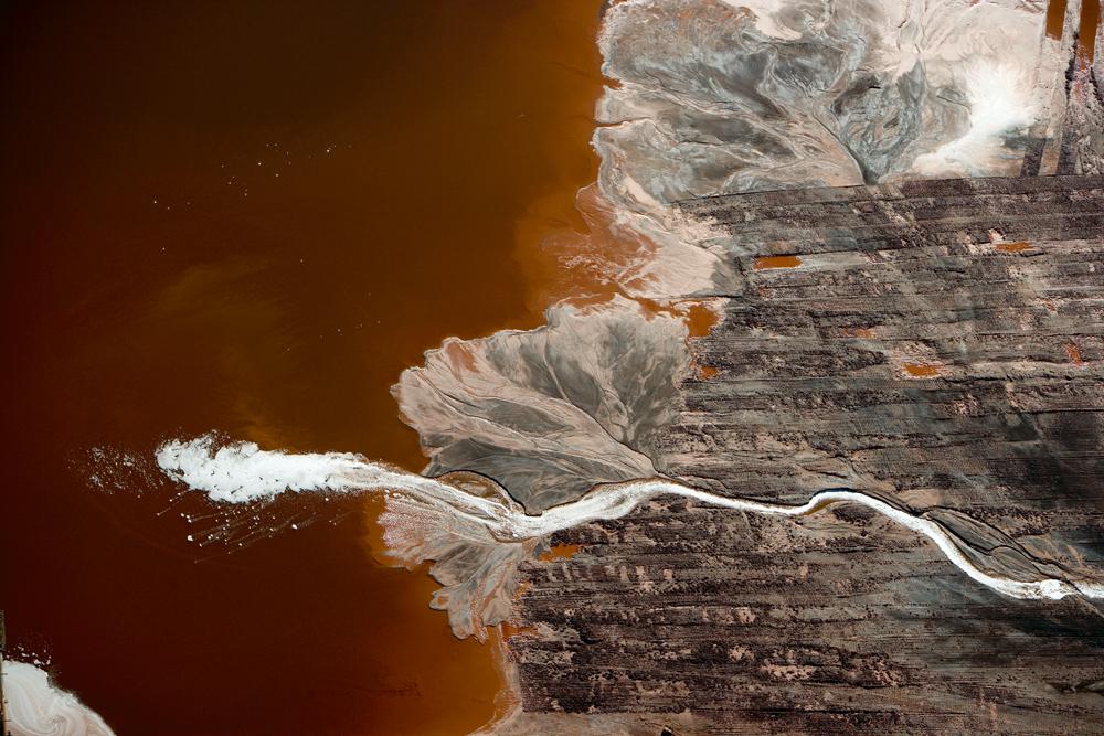 路易斯安那的白蛇——铝厂排出的废料,让整条河变成了白色图片