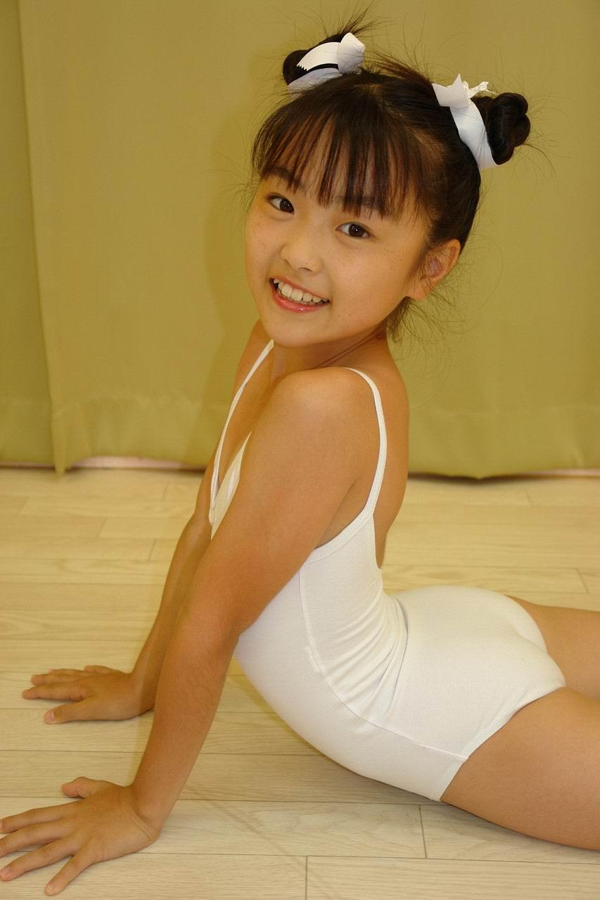 日本小萝莉之成熟写真欣赏