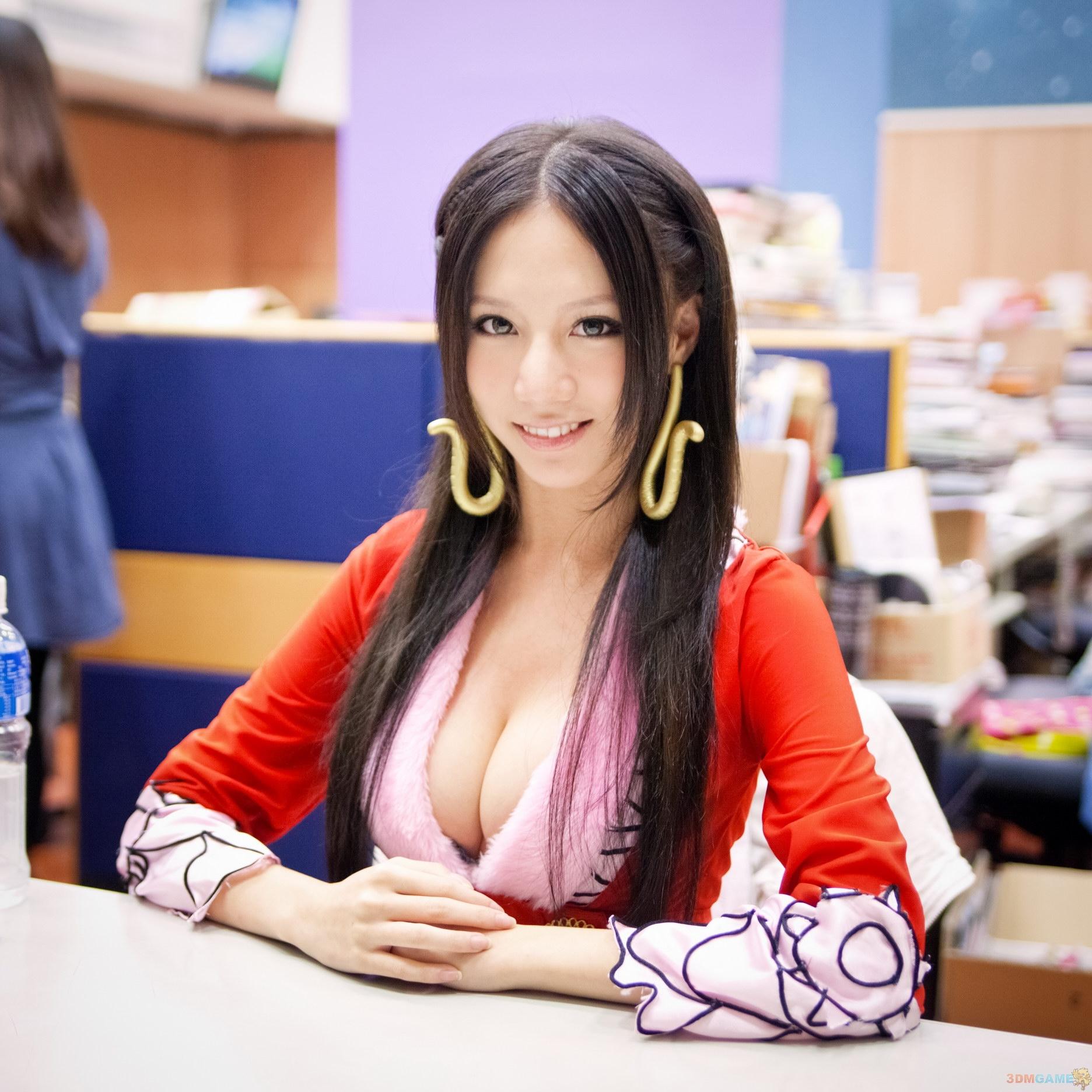 d奶蛇姬林采缇自称不想大红大紫 女帝cos回顾图片