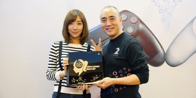 主播女流获赠定制版PS4 成首位印在主机上的中国人