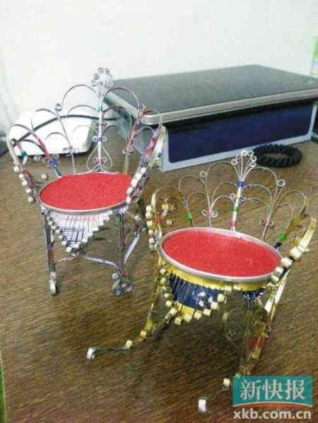 城管呼吁帮助街头卖易拉罐椅子老人 获网友好评