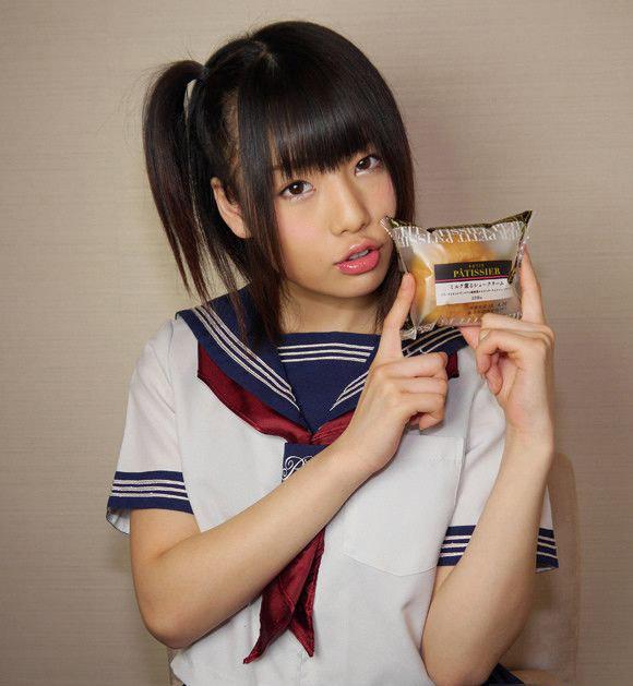 日本点心厂商无节操广告 高中妹品糕点满嘴爆浆