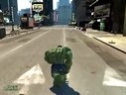 《绿巨人》亮相《侠盗猎车4》 肌肉怪兽劫车只为扔!-绿巨人乱入GTA4