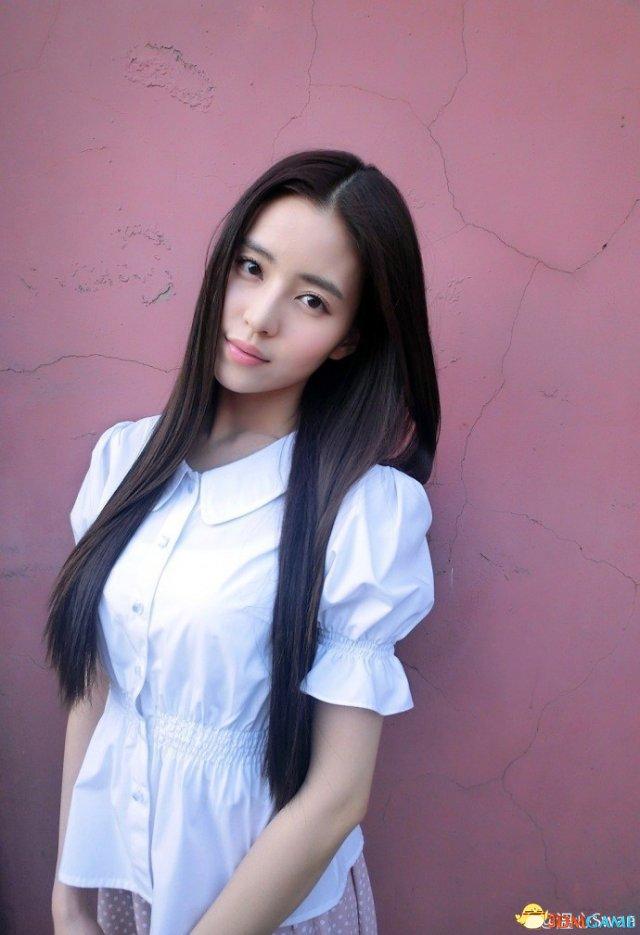 深大校花温健婷新旧照片对比:青涩退去变优雅