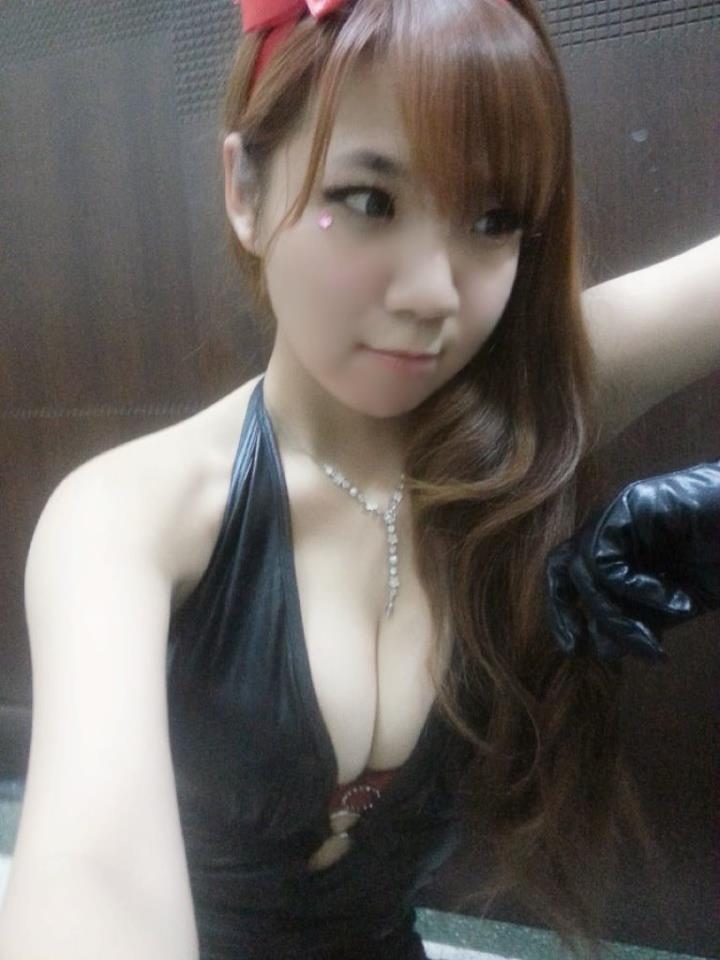 台湾G奶美少女大晒裸照 硕大白嫩胸器让人垂涎