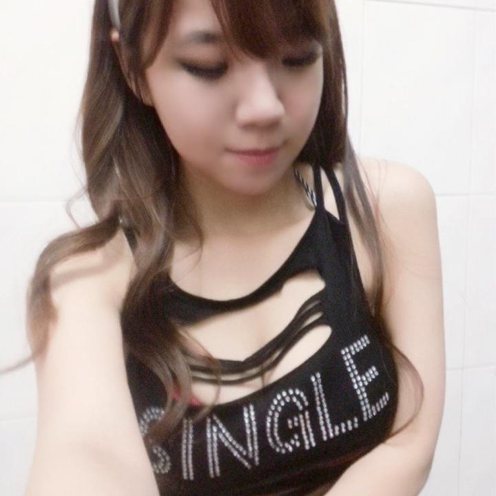 台湾g奶美少女大晒裸照