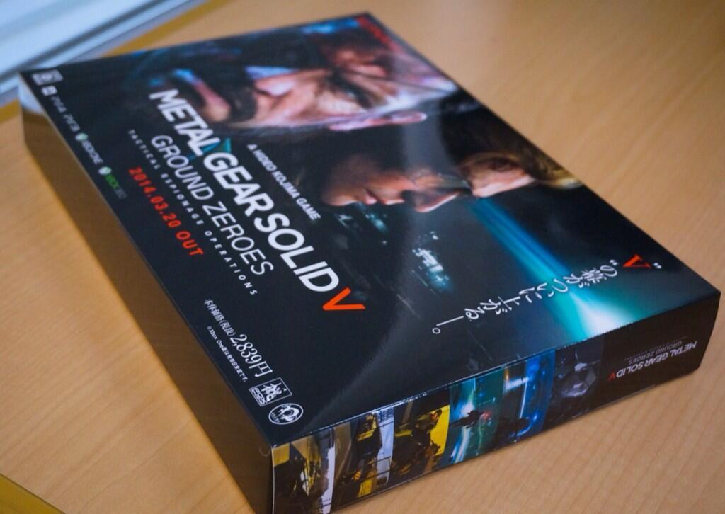 """科乐美《合金装备》系列制作人小岛秀夫今日在推特上展示了新作《合金装备5:原爆点》各项宣传准备工作,并晒出了宣传海报与展示装盒。  全平台发售制品已完成就绪  宣传海报已经派发到相关店铺  商店展示用商品装盒  合金装备系列新作《合金装备5:原爆点》PlayStation 4、PlayStation 3、Xbox 360平台欧版将同步日版于2014年3月20日上市,Xbox One版价格与发售时间尚未确定。美版则提前两天,3月18日发售。 微软Xbox系列平台独占内容为""""旧日如新(Jamais"""