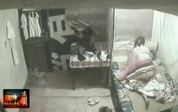 后娘与我的性交易_实拍男女床上性交易 遭伸手盗窃