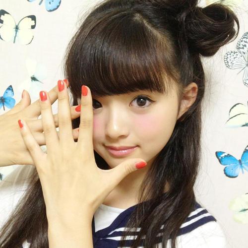 日本13岁名模走红!小学女生里神一般的时尚教