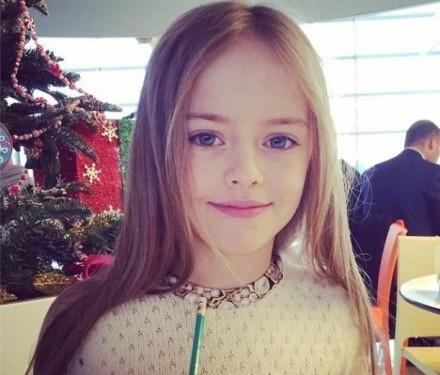 战斗名族美人多 九岁俄罗斯超模五官精致似洋娃娃