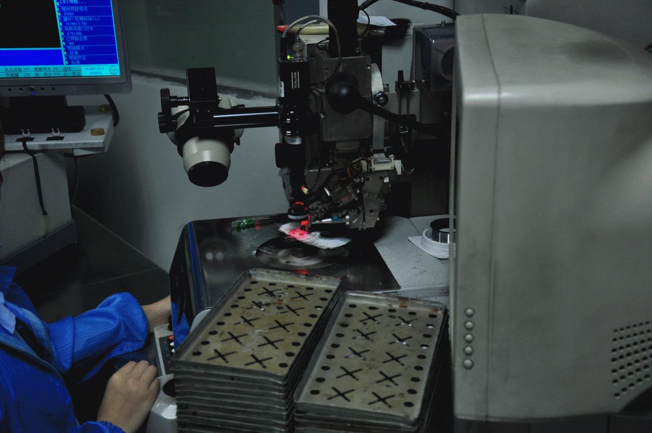 smt生产线实现了雷柏v600电路板电器元件的自动贴片,自动绑定则完成手