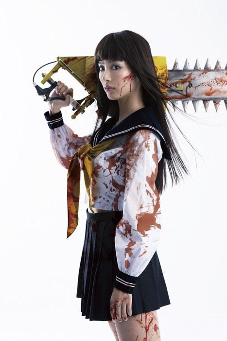 高岛理央_而是找来了拍福利写真集著称的内田理央,她此前还出演过《假面骑士